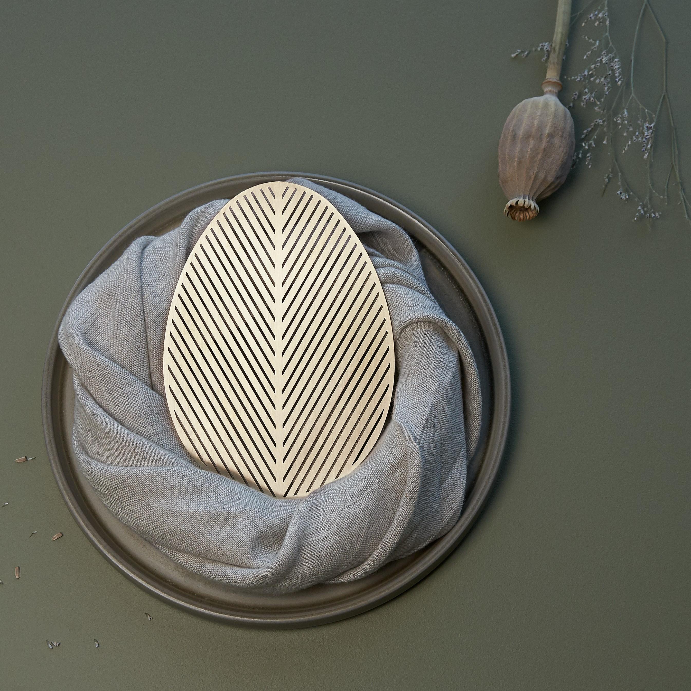 Brass-coaster-PALME-table-decor-Namuos
