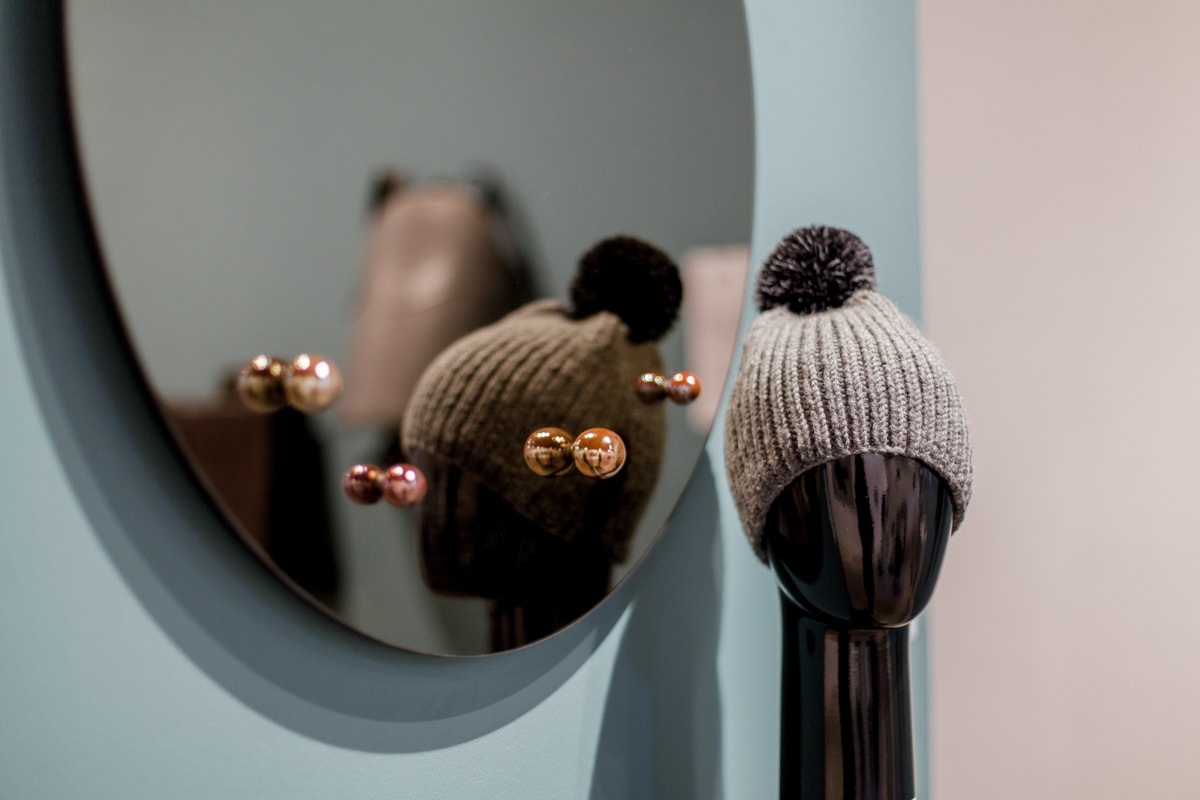Design Lithuania Caen, EMKO veidrodis Dew, Hello!Moon kepurė