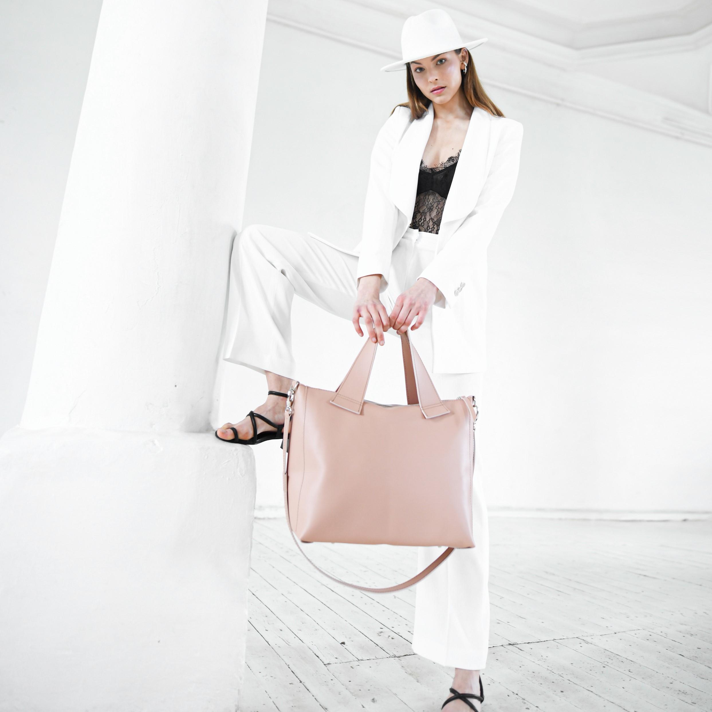 """""""Eukalipto"""" rankinė ir """"Astilbės"""" krepšys, dizainerė Ingrida Jasinskė, """"kARTu"""" kūrybos vadovė"""